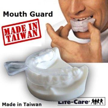 暢銷歐美之防磨牙大眾運動單層軟式護牙套好戴,(2牙套+1加大收納盒)