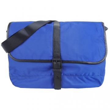 agnes b.皮帶釦式皮革滾邊斜背包(大/藍)