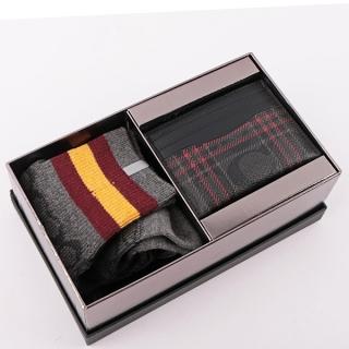 COACH 格紋PVC卡片夾+長筒襪禮盒組(黑灰/紅色) F79851 QBM4K